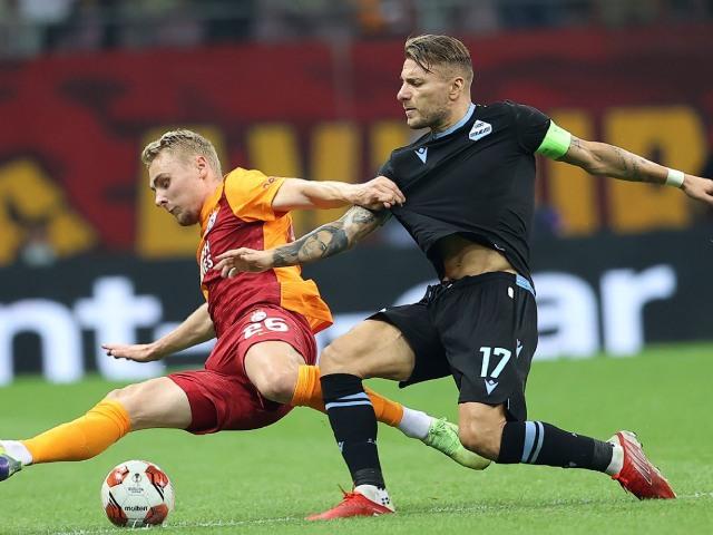 """Kết quả bóng đá Galatasaray - Lazio: Thảm họa """"người gác đền"""", phản lưới ngỡ ngàng (Europa League)"""