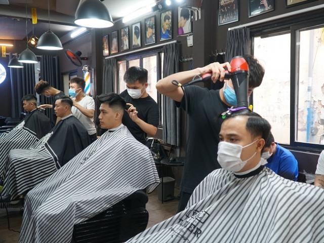 Hà Nội điều chỉnh biện pháp phòng chống dịch COVID-19, người dân có thể đi cắt tóc từ 6h ngày 21/9