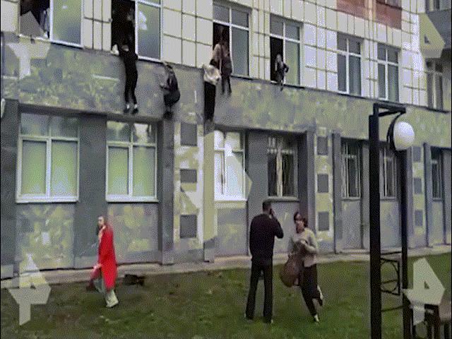 Video: Xả súng điên loạn ở Nga, nhiều sinh viên phải nhảy khỏi cửa sổ cao 3-4 mét