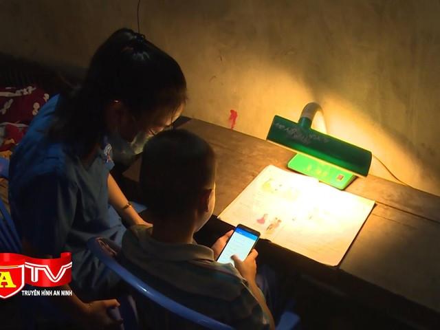 """Đoàn thanh niên """"IT xanh"""" sát cánh cùng trẻ em học online"""