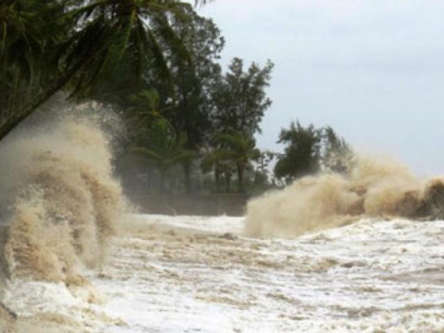 Khẩn: Áp thấp nhiệt đới có thể mạnh thành bão, di chuyển nhanh hướng vào Trung Bộ