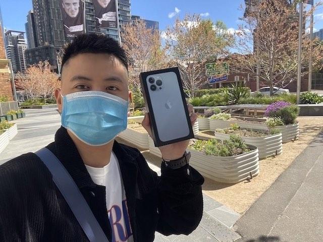 Ảnh thực tế iPhone 13 Pro Max giá 33 triệu đồng tại Úc