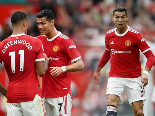 """Ronaldo """"vô hại"""", chạm bóng ít hơn hậu vệ: SAO MU không chịu chuyền cho CR7"""