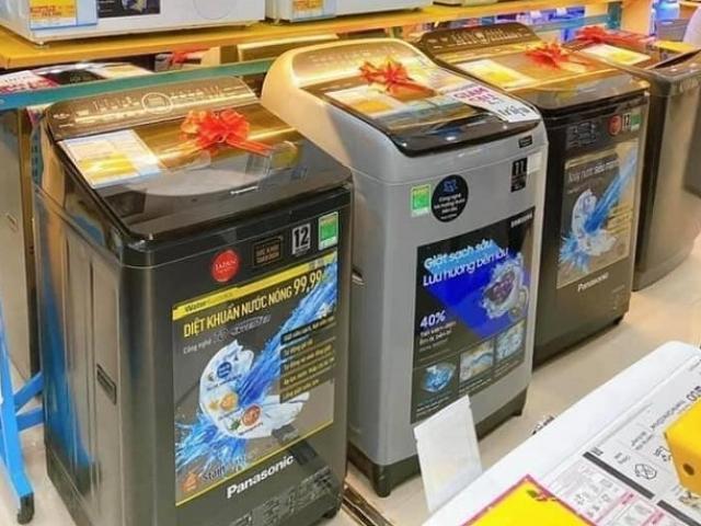 Máy giặt giảm giá mạnh, chỉ còn hơn 2 triệu đồng/chiếc