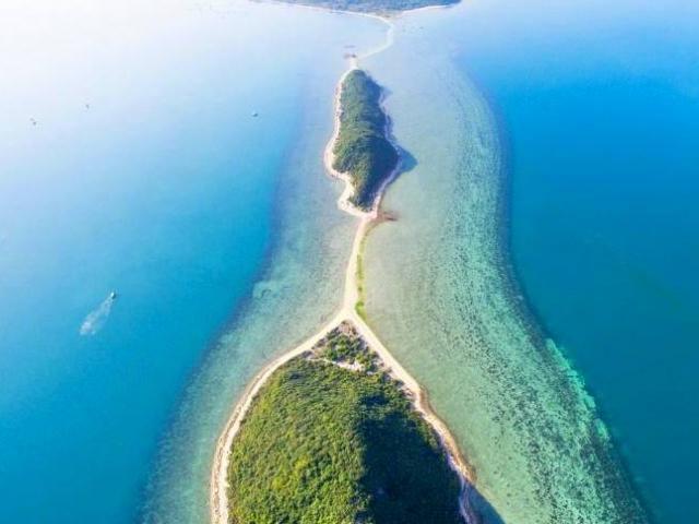 Hòn đảo nào của Việt Nam có lối đi giữa biển?