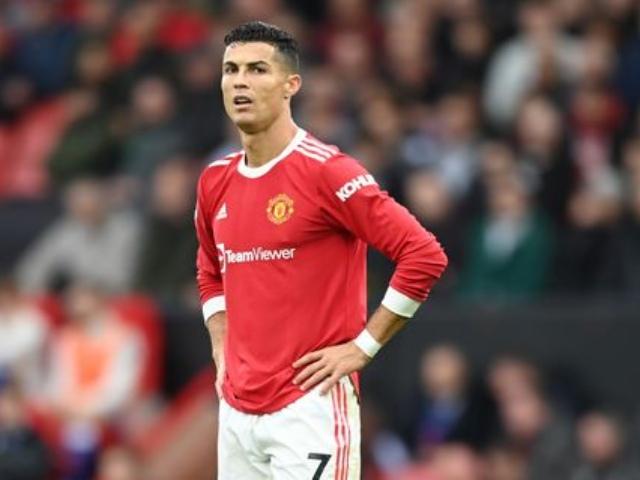 """MU hòa """"hú vía"""": Ronaldo bị chê lười phòng ngự, chỉ chờ đồng đội phục vụ"""
