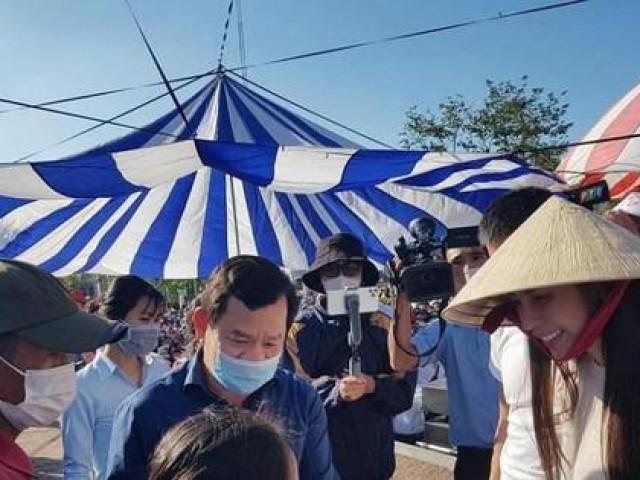 Quảng Ngãi nói gì về việc ca sĩ Thủy Tiên trao hỗ trợ người dân 14 tỉ đồng?