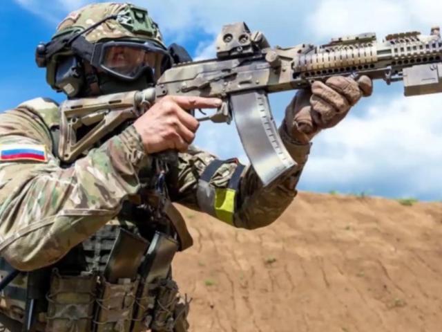 [ẢNH] Khẩu súng AK được 'thửa riêng' cho đặc nhiệm Nga có gì đặc biệt?