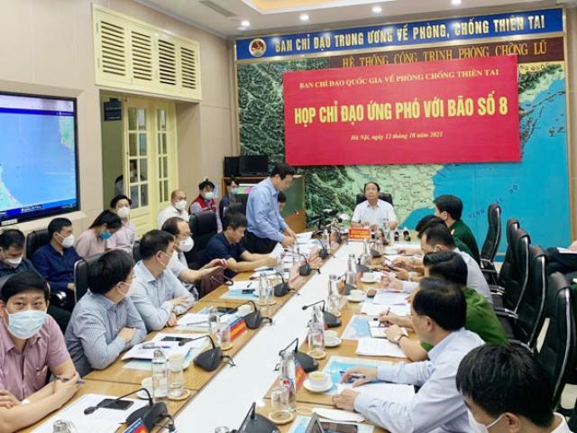 Phó Thủ tướng Lê Văn Thành: Bão số 8 di chuyển rất nhanh, tuyệt đối không chủ quan
