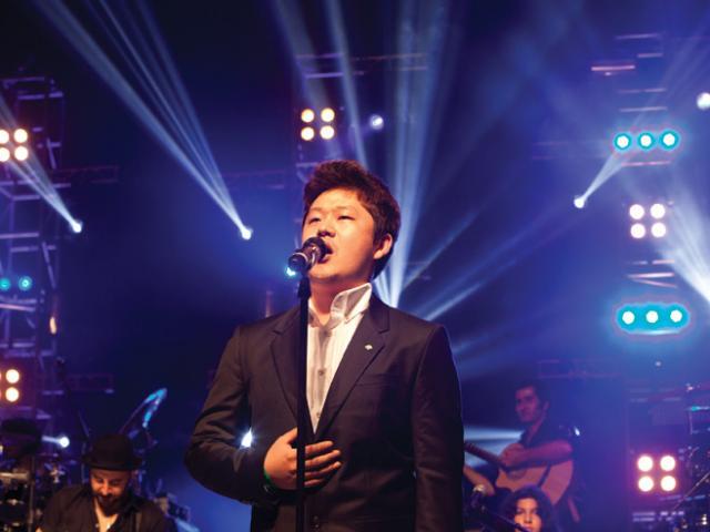 Nam ca sĩ tuyên bố hoàn trả 19 tỷ tiền từ thiện